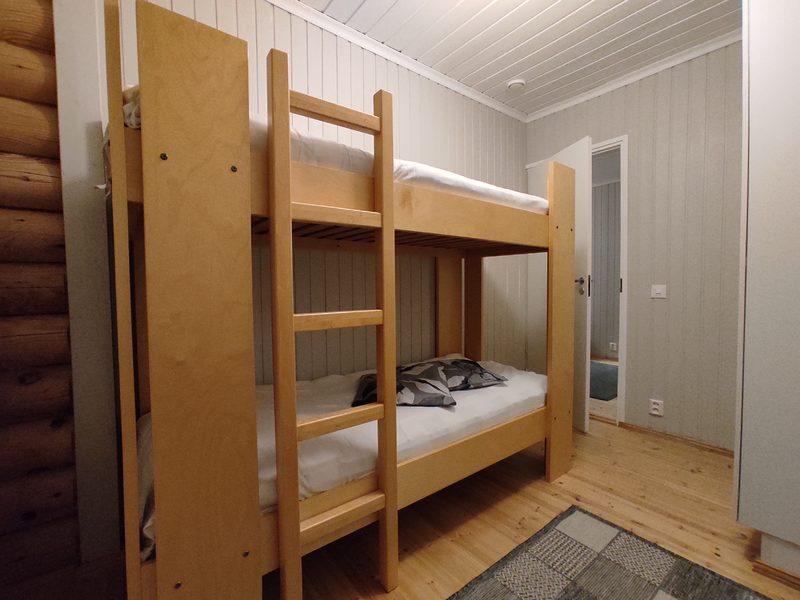 Taigalampi-mökki, makuuhuone, kerrossänky