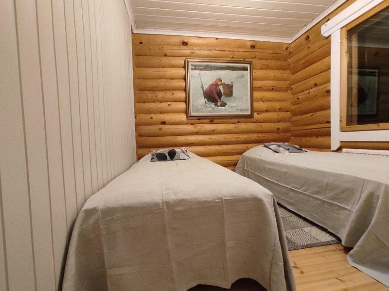 Taigalampi-mökki, makuuhuone, erillissängyt