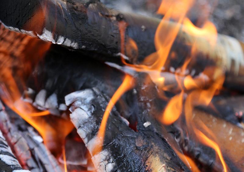 Taikapolku Levanevan pitkoksilla - Levanevan pitkoksilla voidaan pysähtyä nauttimaan myös nuotion antimista ja retkikahvista.