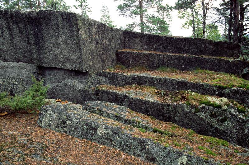 Taikapolku Kakkorin kivimiesten jäljillä - Kakkorinvuoren kivimiesten työmaat ovat hyvin esillä Taikapolun retkillä.