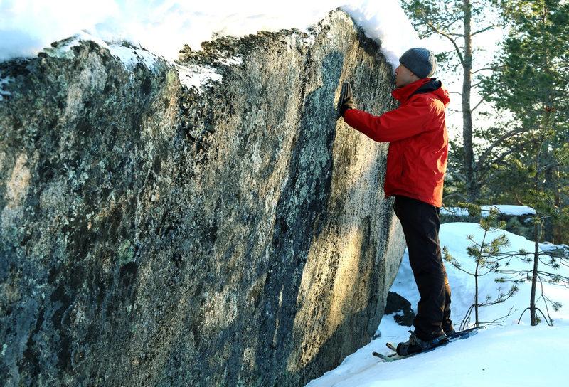Taikapolku Kakkorin kivimiesten jäljillä - Kivet elävät vuodenaikojen tahtiin. Kesäisellä retkellä kivet voivat väreillä lämpöä mutta talvella kylmä valtaa kivien ytimen.