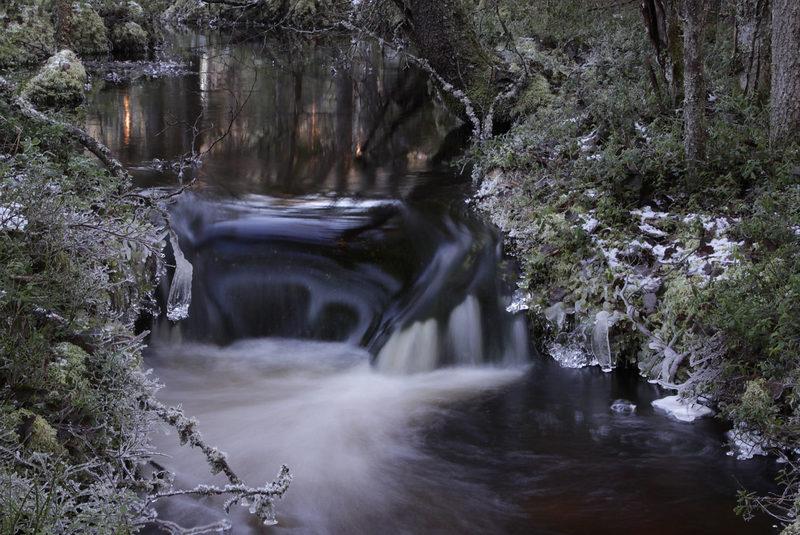 Lauhanvuoren latvavesillä - Lauhanvuoren kansallispuiston pohjavedet ruokkivat ympäröivän alueen latvavesiä. Taikapolku vie tutustumaan talviseen puroluontoon lumikenkäretkillä.