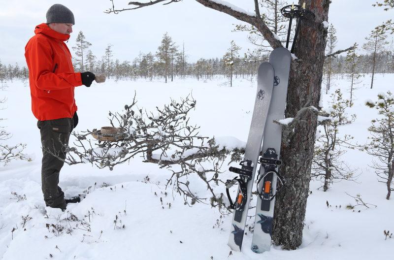 Liukulumikengät vievät koskemattomille hangille - Erämaiset suot ja erilaiset metsäalueet tarjoavat mukavia retkikohteita. Liukulumikengillä uusiin talvimaisemiin on mukava tutustua.