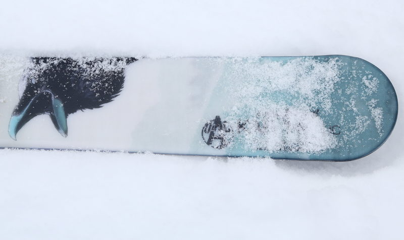 Liukulumikengillä talvisille lumille - Leveät ja lyhyehköt liukulumikengät luovat paljon kantopintaa, mikä helpottaa talvisessa luonnossa liikkumista myös hangettomaan aikaan.