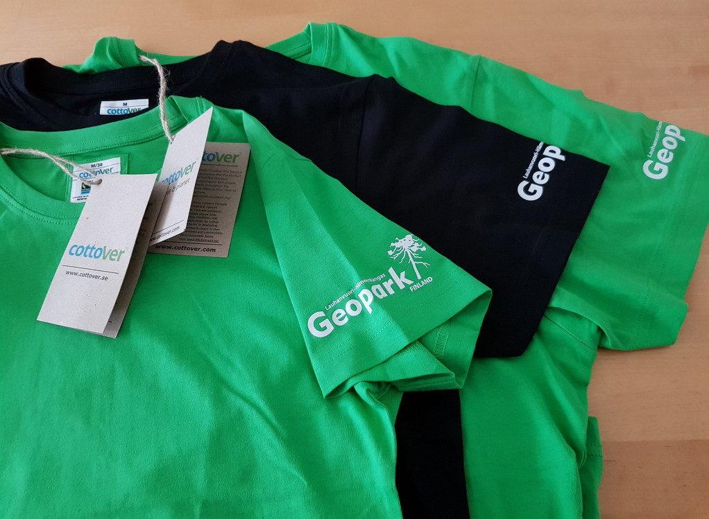 Geopark T-paita - Ekopuuvillainen T-paita Geopark-logolla.