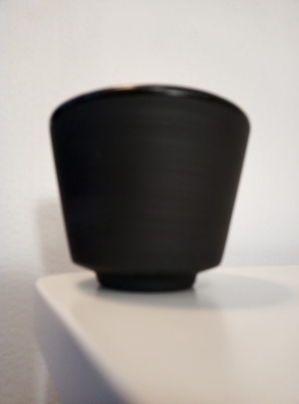 Espressokuppi-pari. - Espressokuppi-pari. Tilavuus 1 dl. Musta lasitus sisäpinnalla, ulkopinta matta.