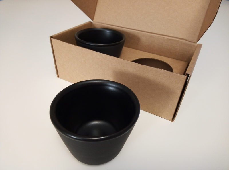 Espressokuppi-pari - Espressokuppi-pari. Tilavuus 1 dl. Musta lasitus sisäpinnalla, ulkopinta matta.