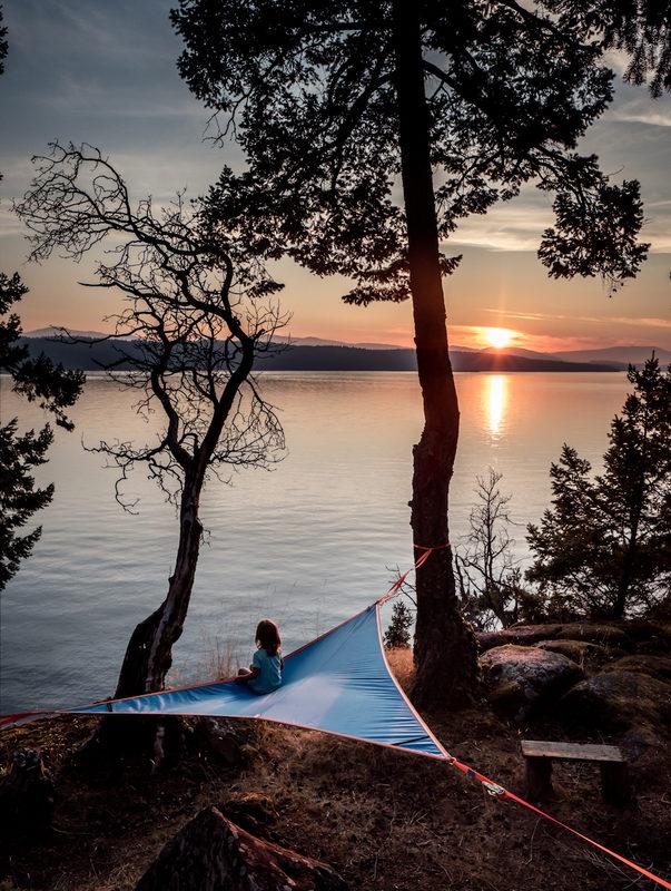 Nauti rauhasta - TENTSILE mahdollistaa oleskelun ja retkeilyn paikoissa, joihin muilla ei ole asiaa. Muutama sata metriä pois yleisistä tuli- ja telttapaikoista, mielellään vielä hieman korkeammalle paikalle niin näkymä on sinun ja saat olla rauhassa.