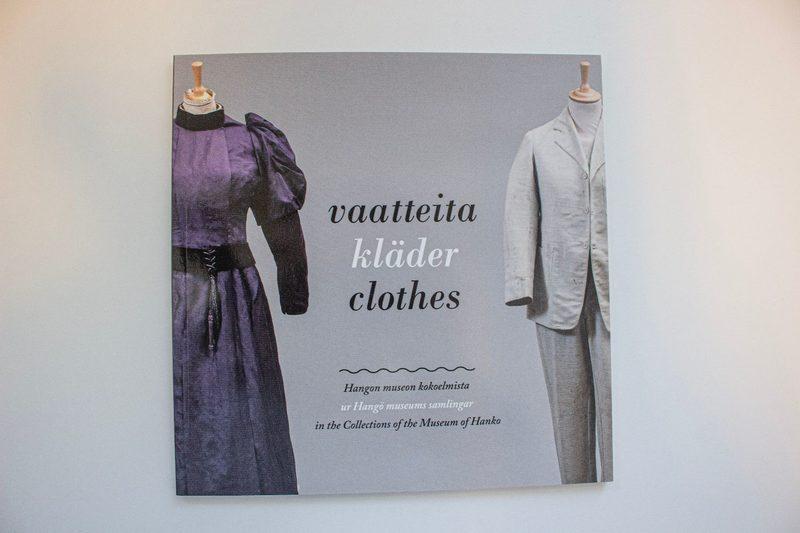 Vaatteita Hangon museon kokoelmista