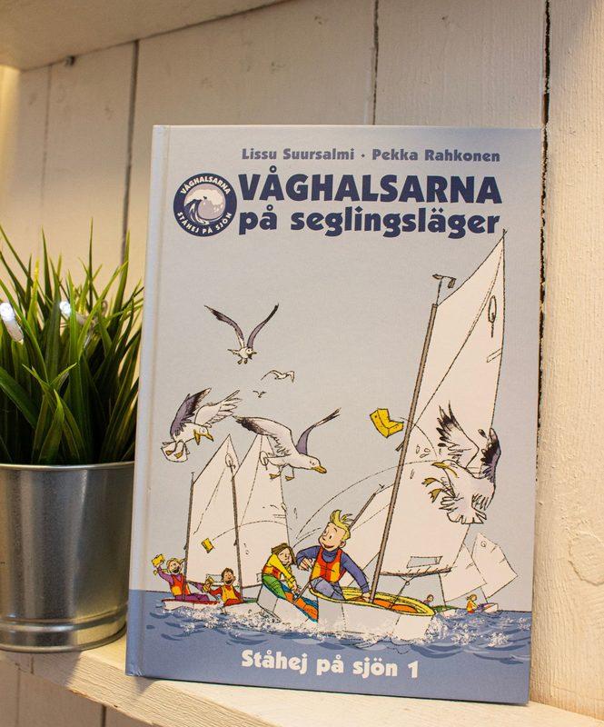 Våghalsarna på seglingsläger (ruotsinkielinen)