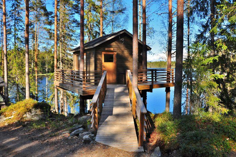 Ainutlaatuista majoitusta puumajoissa, Emmes Retreat