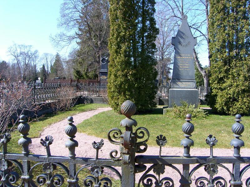 Mausoleumin, kappelien ja paasien tarinaa - puistokävely Käppärän hautausmaalla