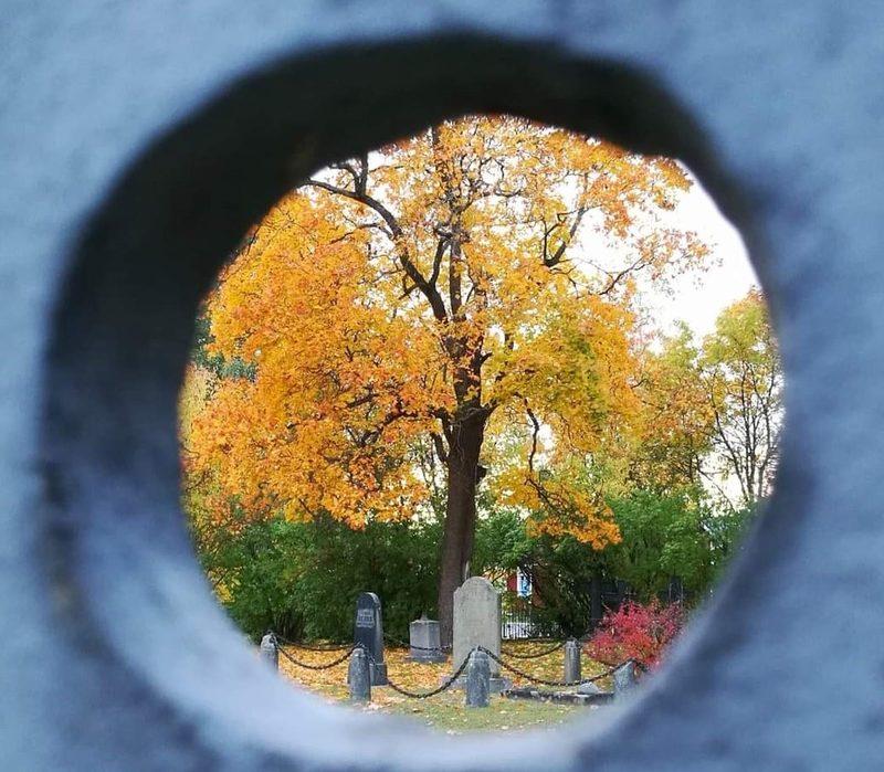 Pyhäinpäivän iltakierros vanhalla hautausmaalla