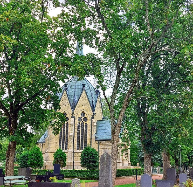 Mausoleumin, kappelien ja paasien tarinaa - puistokävely Käpprän hautausmaalla