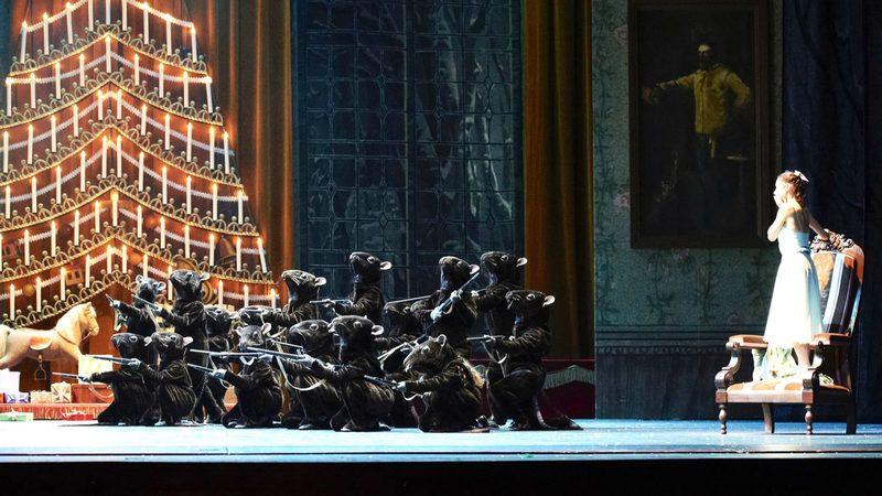 ooppera tai baletti - PÄHKINÄNSÄRKIJÄ (Vienna ballet) - yksityisnäytös